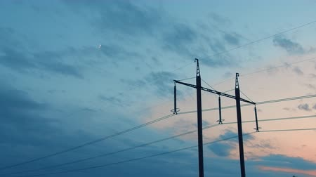 와트 : High-Voltage power lines against the sky and clouds, Time-lapse.