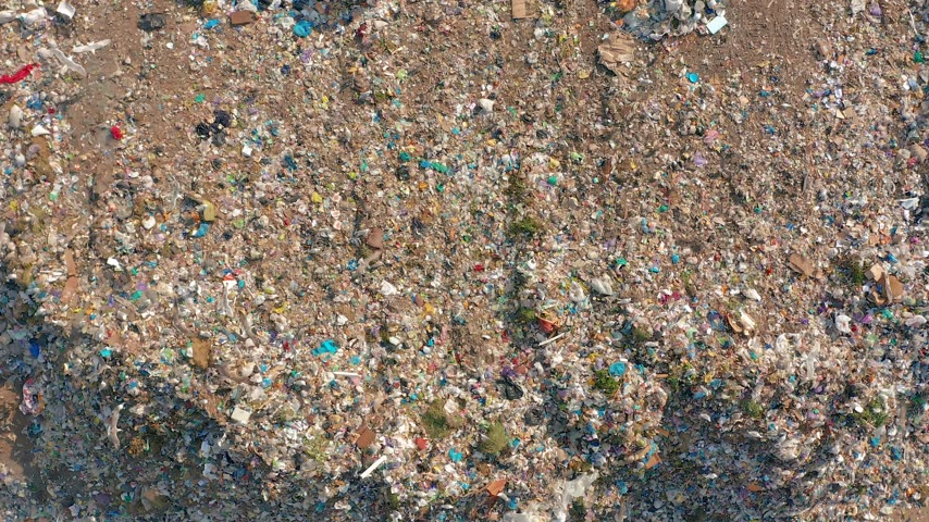 çöplük : The huge garbage dump, the ecological disaster of our planet.