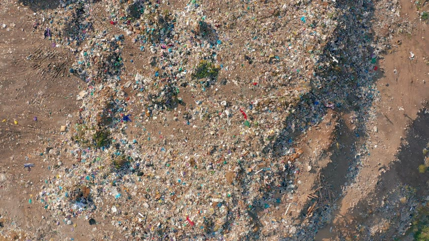 recyklovat : The huge garbage dump, the ecological disaster of our planet.