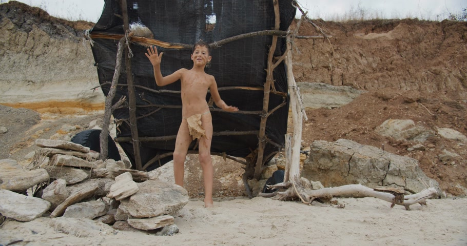 доисторический : Caveman, manly boy dancing . Funny young primitive boy outdoors. Prehistoric tribal man outside on wild nature.