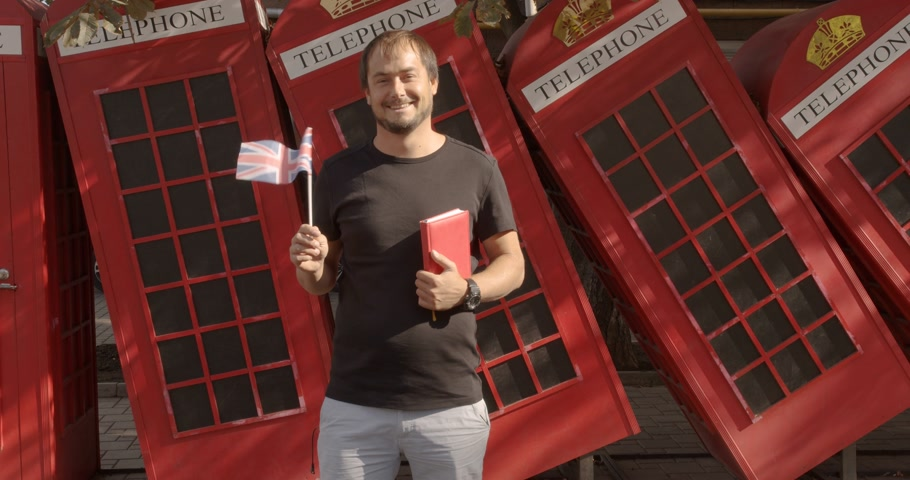 bakalář : The man holding British flag and book, education abroad, learning language.