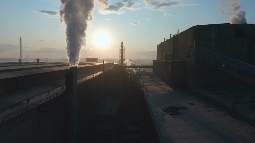 sera : Aerial view. High chimney pipe with grey smoke. Concept of environmental pollution, climate change. Stok Video