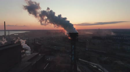 dioxid : Aerial view. High chimney pipe with grey smoke. concept of environmental pollution, climate change.