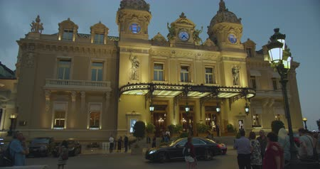 zegar : Monte-Carlo, Monaco - October 15, 2019: Grand Casino in Monte Carlo night Monaco, historical building. Front view with entrance.Evening illumination. Wideo