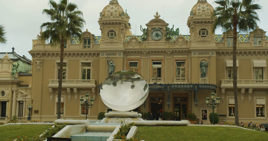 отель : Monte-Carlo, Monaco - October 15, 2019: Modern Sky Mirror sculpture near beautiful Monte Carlo Casino in Monaco.