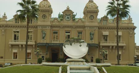 zegar : Monte-Carlo, Monaco - October 15, 2019: Modern Sky Mirror sculpture near beautiful Monte Carlo Casino in Monaco.