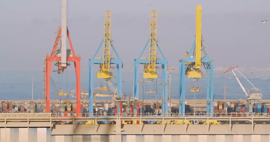 áru : Cranes Loading And Unloading Cargo From Ship At Port. Stock mozgókép