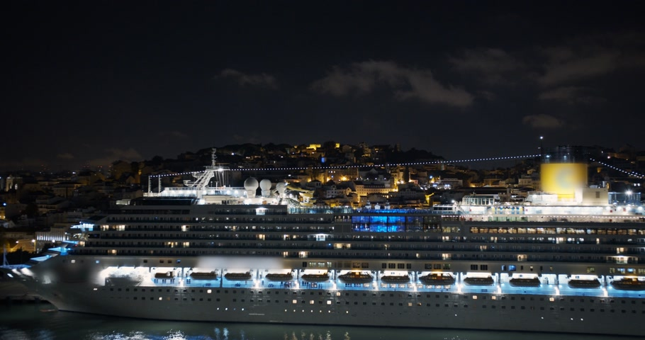 nave di linea : Aeial view. Big cruise ship with lighted lights stands in the port at night. Filmati Stock