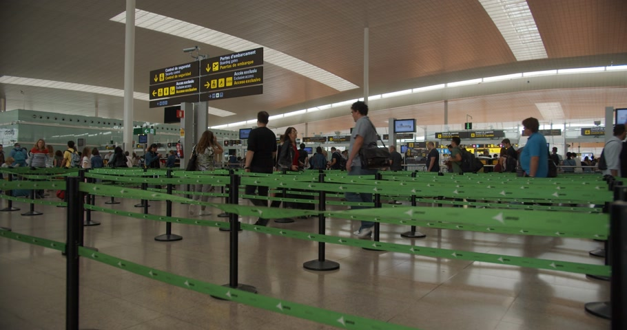 crowded : Barcelona, Spain - October 20, 2019: People Walking Inside The Terminal Of Barcelona International Airport. Modern international airport. Stock Footage