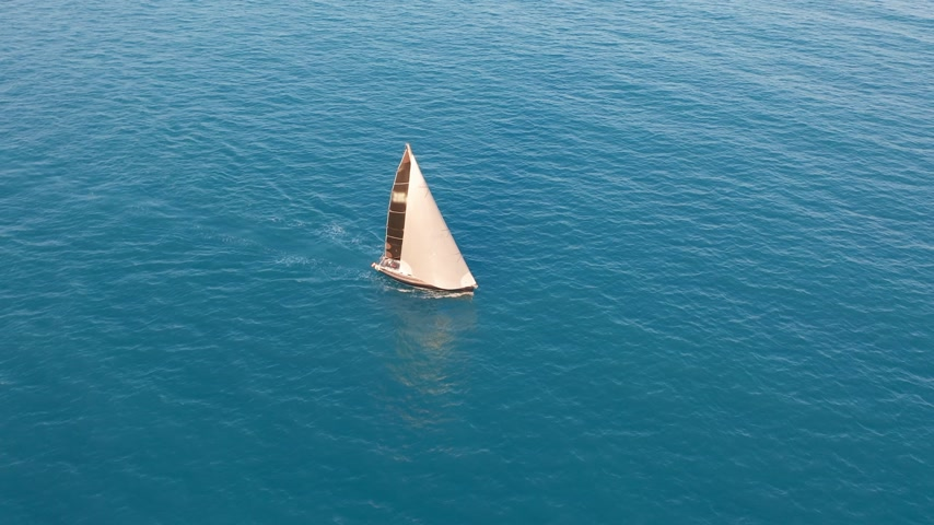 földközi tenger : Aerial view. Yacht in amazing clear sea.