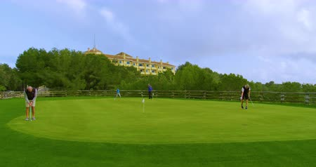 koers : FEBRUARY 15th, 2020 - TENERIFE, CANARY ISLANDS, SPAIN: Many people practice on the golf course. Timelapse.
