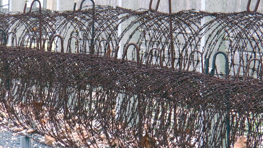 összpontosítás : Barbed wire in concentration camp in Germany