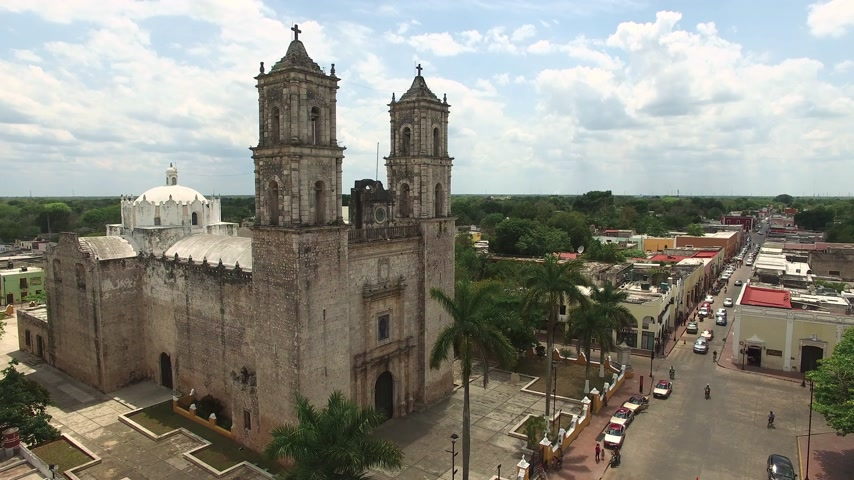 meksika : Aerial shot of Mexican chirch. Catholic church in typical Mexican city.
