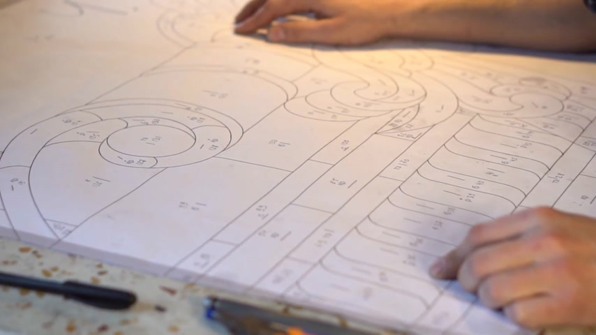 Pattern for making stained glass. Masters hands on stained glass template
