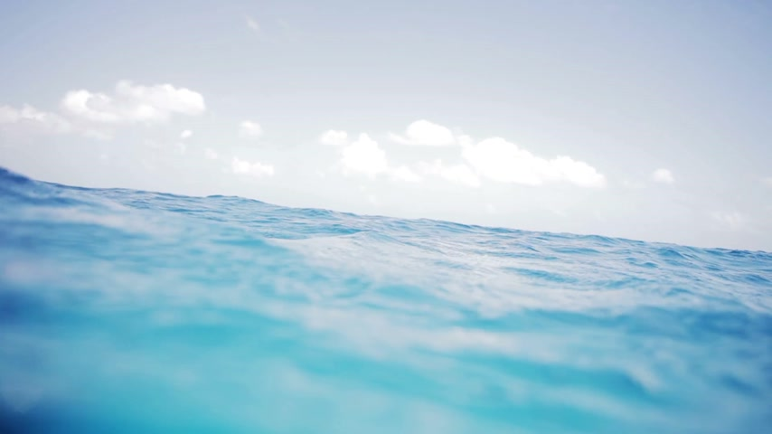 underwater video : Loopable Video of Waves in the ocean in the middle of nowhere