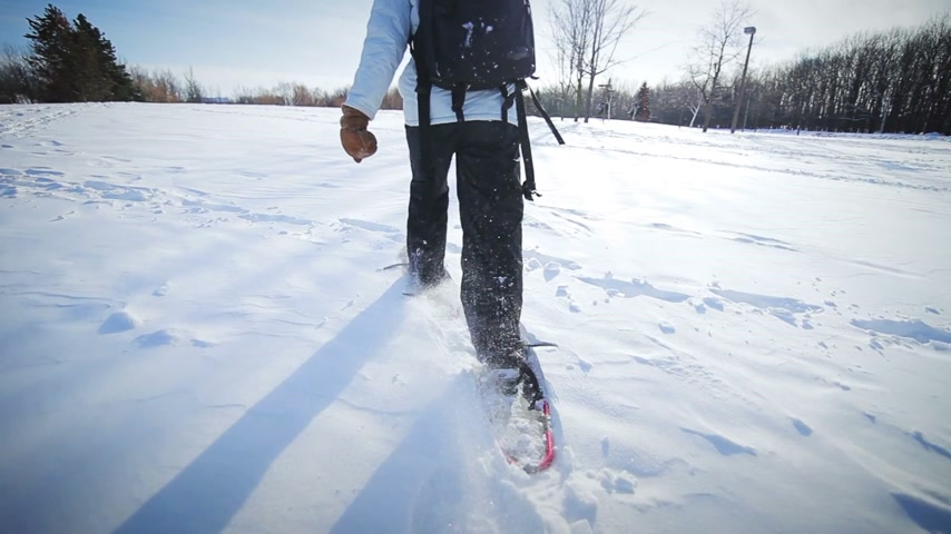 buty sportowe : Epic Closeup of Woman Snowshoeing on a Beautiful Winter Day Wideo