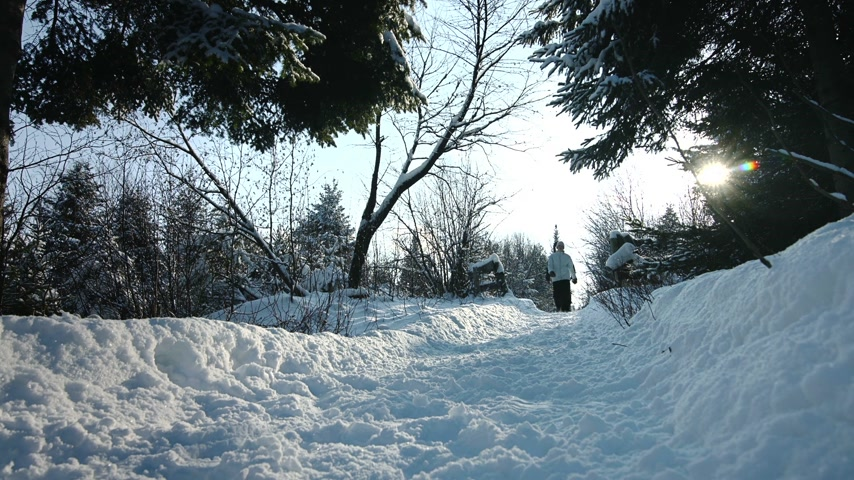 trilhas : Couple Walking on a Path together during Beautiful Day of Winter Vídeos