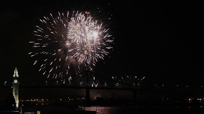 костер : Montreal Fireworks at Night over the Jacques-Cartier Bridge