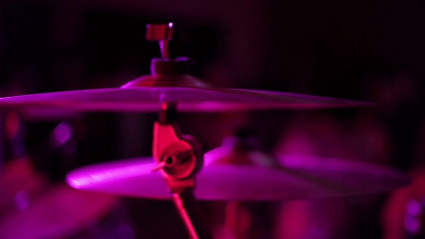 enstrüman : Cymbals Closeup of Drumkit on a Stage with lighting in background