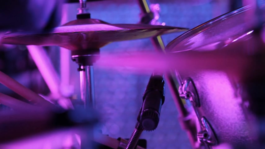 davulcu : Close-up of Drummer Playing in front of a Crowd, Stok Video