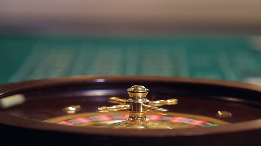 kerék : Roulette Wheel, Ball and Table footage with only a few Gamblers. Stock mozgókép