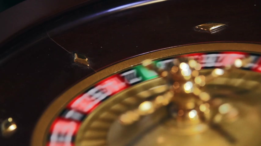 biurko : Roulette Wheel, Ball and Table footage with only a few Gamblers. Wideo