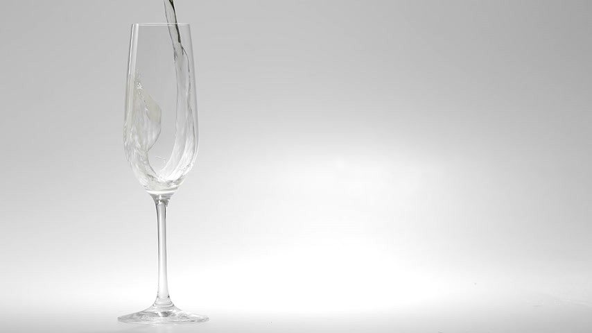 bubbels : 180fps Super Slow Motion Champagne gieten in glas