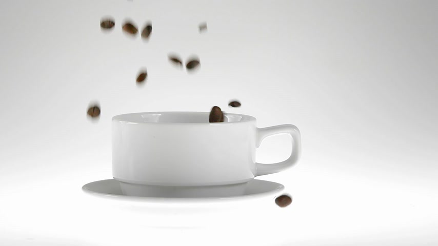 kufel : 180fps Super Slow Motion Coffee Seeds Falling into White Cup