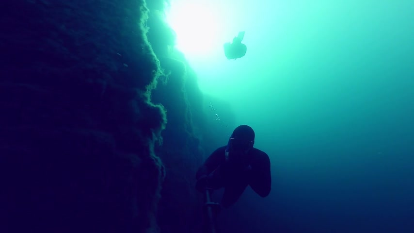 dengeleme : Deep Freedivers Exploring a side of a Underwater Cliff into a Quarry