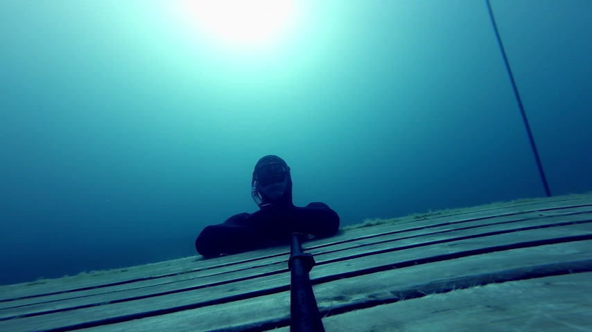 dengeleme : Freediver doing a Static at 10m Deep.