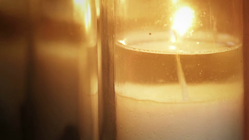stilleven : Melting Candle Light in een Kerk