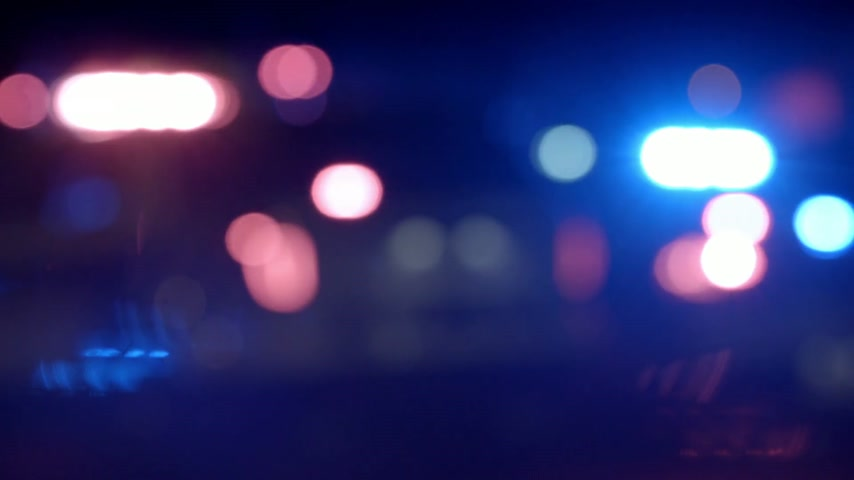 autoridade : Ambulance, Cops and Firetrucks Blurry Lights Background at Night during a House Fire Stock Footage