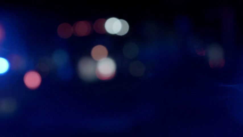 karetka : Ambulance, Cops and Firetrucks Blurry Lights Panning Background at Night Wideo