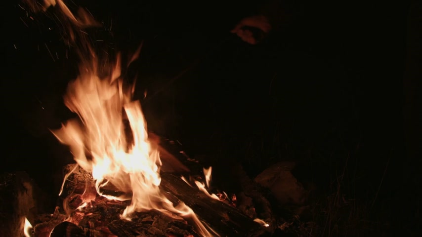 kamp ateşi : Someone with a Poker stick Moving into the Camp Fire at Night