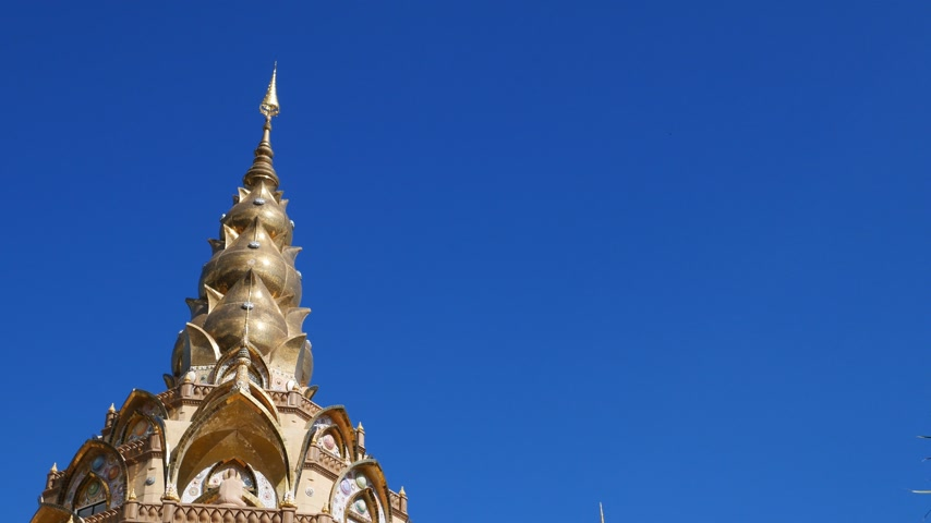 kaew : panning shot of gold pagoda in Wat Phra That Pha Son Kaew Temple at Phetchabun, Thailand Stock Footage