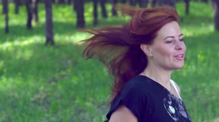 кроссовки : SLOW MOTION: Young woman runs through the park in the morning. Morning invigorating charging.