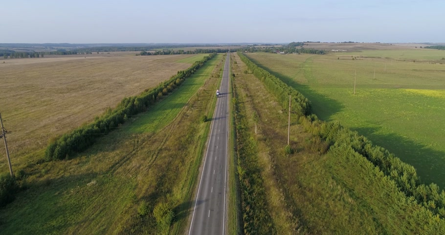 Beautiful Aerial Countryside View Above Road in the Summer Field With Cars. Archivo de Video