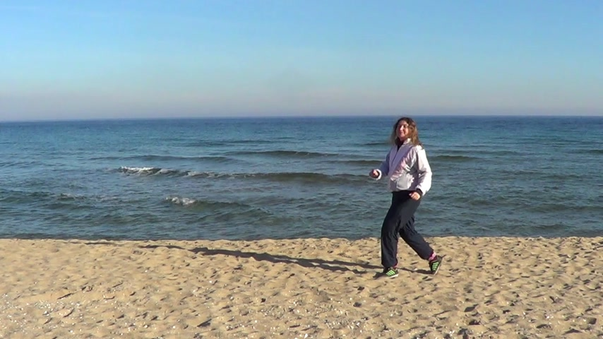 etkinlik : Woman making gymnastics on beach