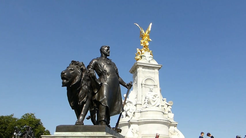 prestigious : The Victoria Memorial, Buckingham Palace, London. BUCKINGHAM PALACE--5a