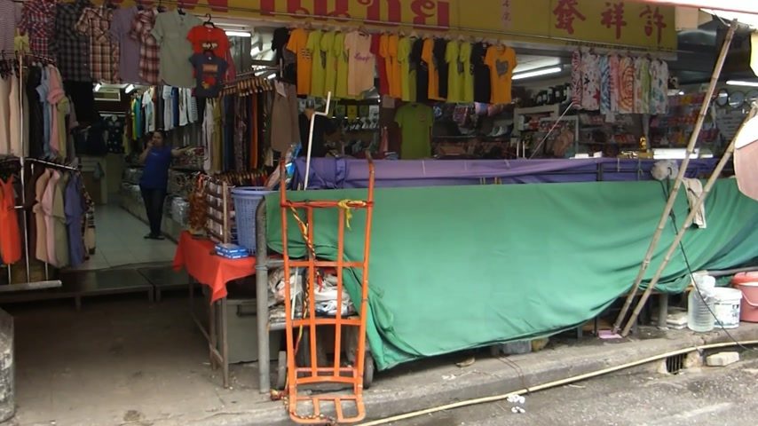 aisles : A row of shops at Chinatown of Chiang Mai, Thailand.(CM--5b)