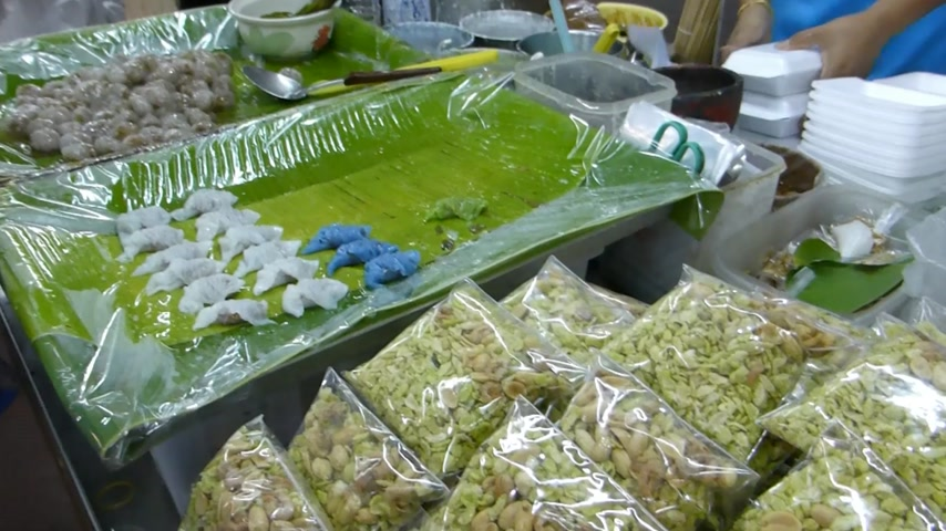 порошкообразный : Selling and buying Kanom Sago and Sago pork, Chiang Mai, Thailand. Thailand dessert, Kanom Sago and Sago pork are commonly found at fresh market and eating outlets.