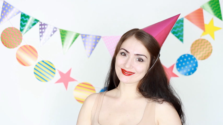 tatarak : The funny girl smiles and shows thumbs up sign good. Portrait of a young happy woman close-up. Concept of a holiday, birthday, decor for celebration. Wideo