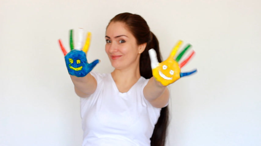 гуашь : Smile. Smiles. Concept education, creativity, art and painting. Portrait student girl smiling girl showing painted multicolored hands with smiles on a light white background