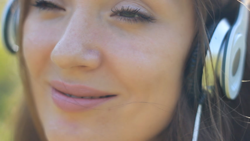 chant : Woman closeup in headphones Smiling and listening music Stock Footage