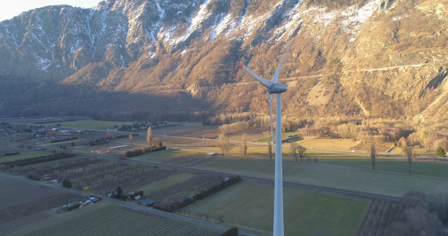 węgiel : wind turbine in a montain valley