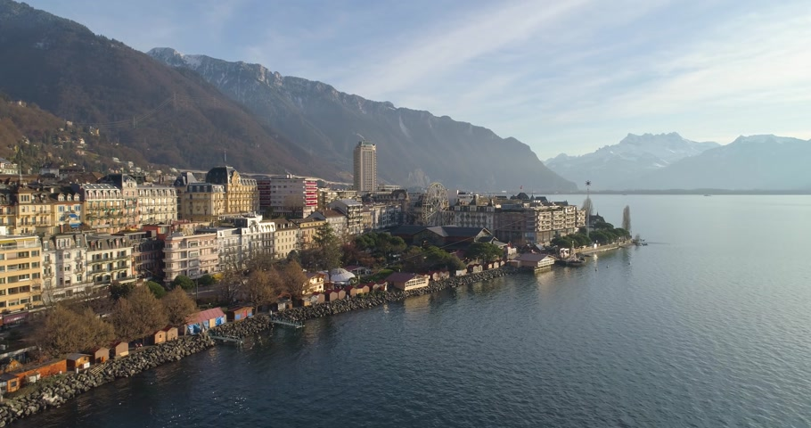 suíço : aerial view of montreux in winter