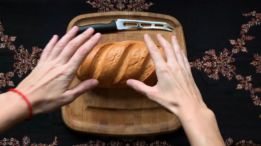 migalhas : Homemade bread on wooden board with a knife