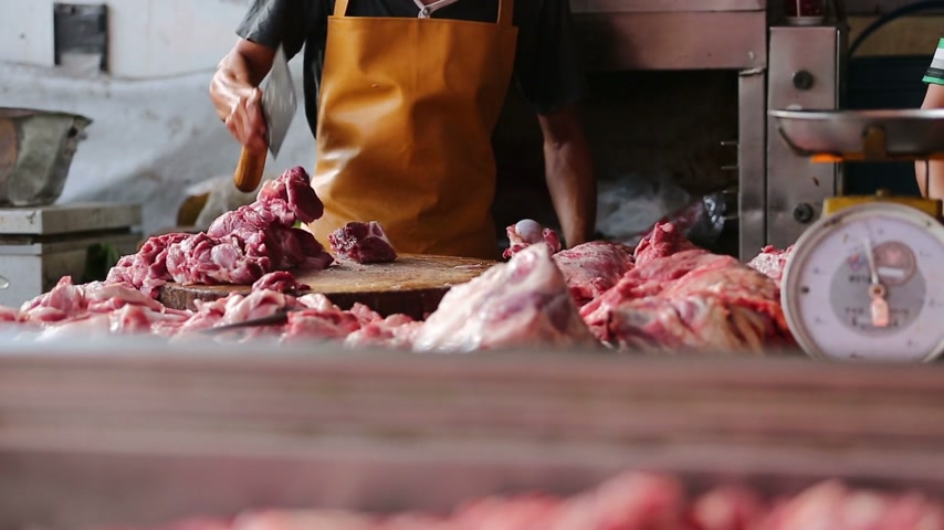 kasap : Pork chopping in Thai market