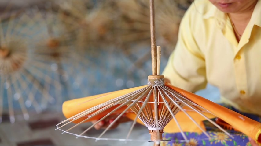 tajlandia : Making of Thai style paper umbrella