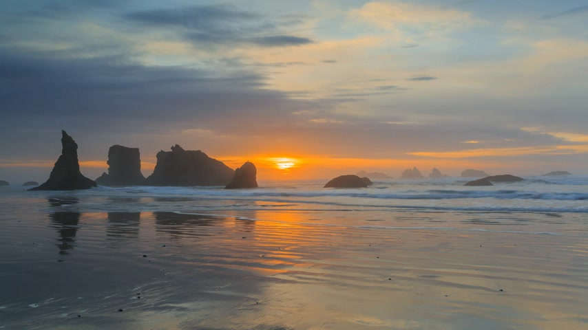 water cannon : Pacific coast timelapse at Bandon beach, Oregon